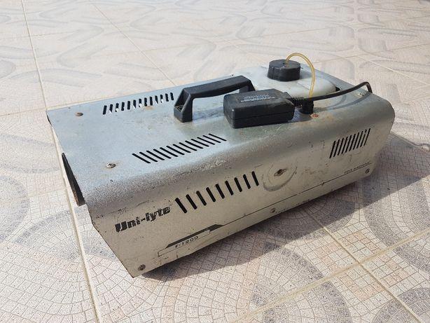 Máquina de Fumo Uni-Lyte F-1200 com Case