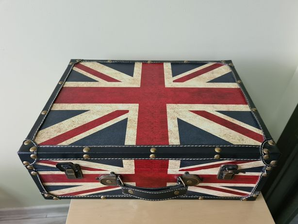 Дерев'яна коробка валіза для зберігання. (чемодан, шкатулка)