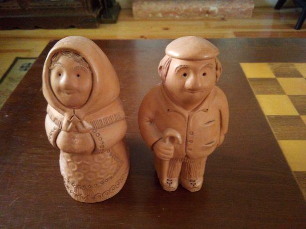 Casal de bonecos antigos de argila