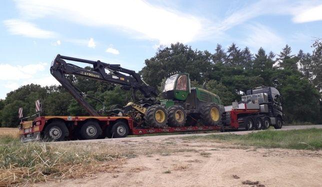 Transport maszyn rolniczych koparek, niskopodwozie na powrocie Europa