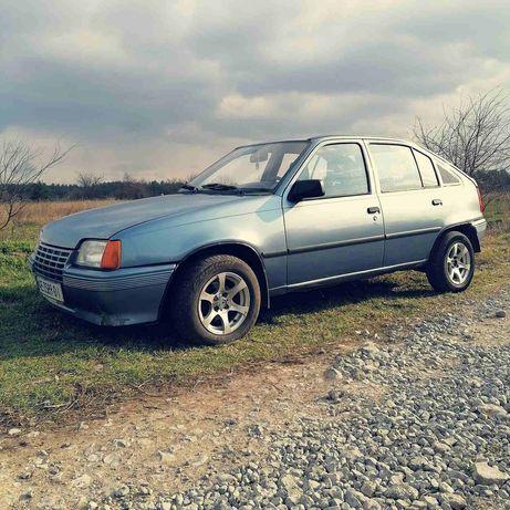 Продам машину Opel Kadett от хозяина