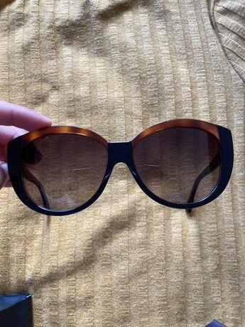 Óculos de sol marca FENDI - em excelente estado