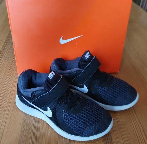 Adidasy Nike Revolution 4