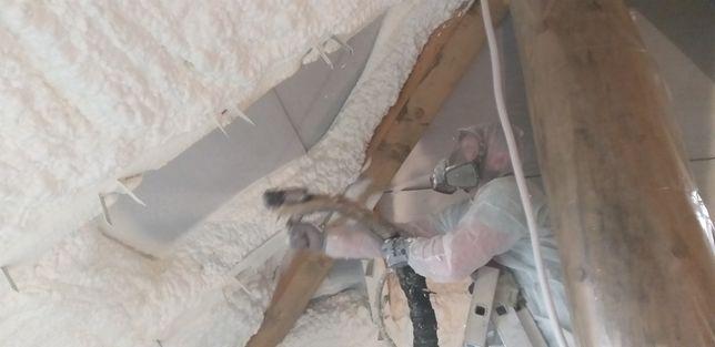 Ocieplenie pianką izolacja pianą docieplenia dachu poddasza piana pur