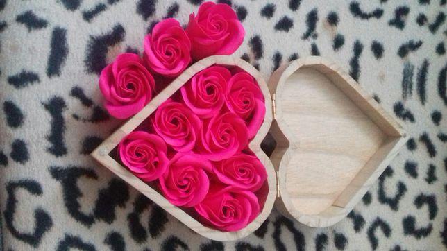 Mydlane 8 róże w szkatułce pachnące prezent flowerbox urodziny prezent