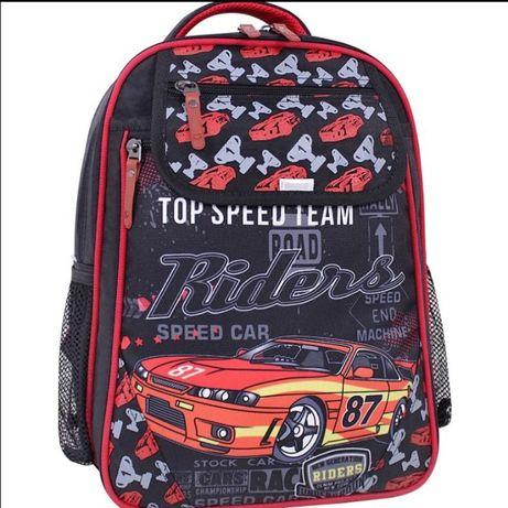 Новый школьный рюкзак. Для 1-3 класса все влезет.