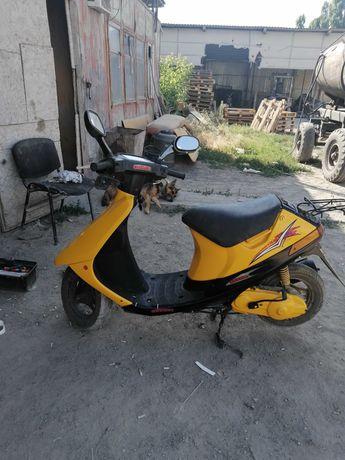 Продаю скутер Сузуки сепия
