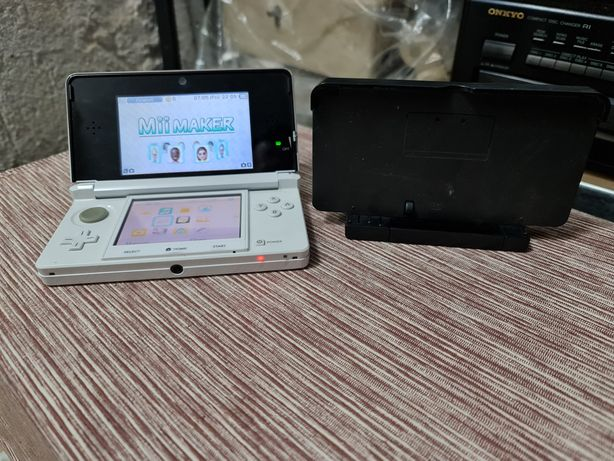 Konsola Nintendo 3D plus stacja dokująca Nintendo
