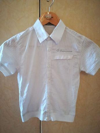 Продам рубашку белую короткий рукав на мальчика 124 см