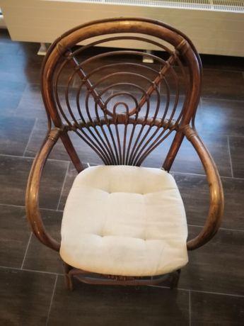 Krzesło wiklinowe krzesło drewniane.