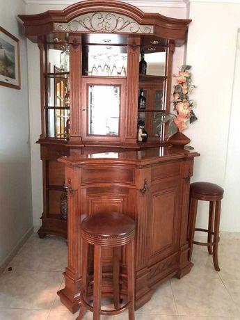 Bar de sala em madeira de cedro