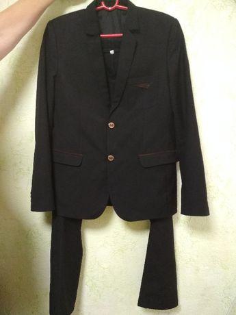 Продам школьний костюм на мальчика р165-170