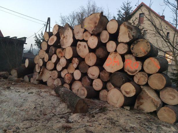 Drewno opałowe pocięte porąbane układane gotowy produkt
