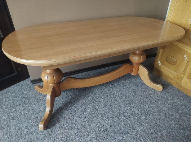 Drewniany solidny stół
