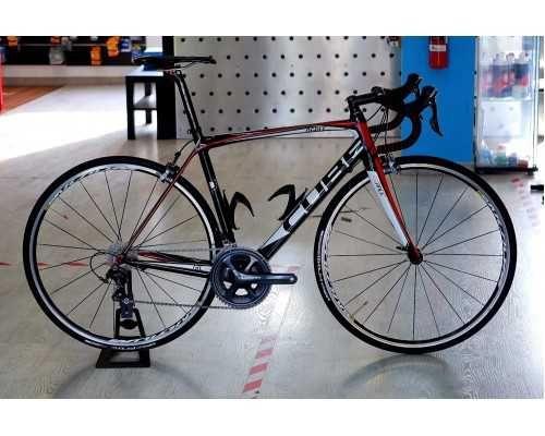 Bicicleta estrada cube em Carbono