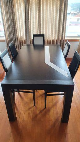 Mesa de jantar design único +  cadeiras