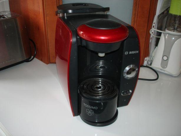 Ekspres do kawy Bosch na kapsułki z zapasem kawy TAS4013EE