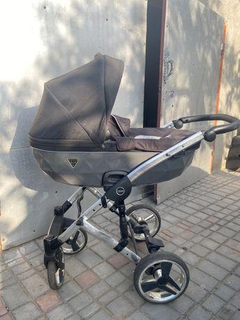 Продаю стильную коляску Junama Diamond 3 в 1