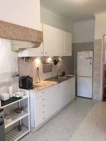 Quartos para arrendar em apartamento (Olaias)