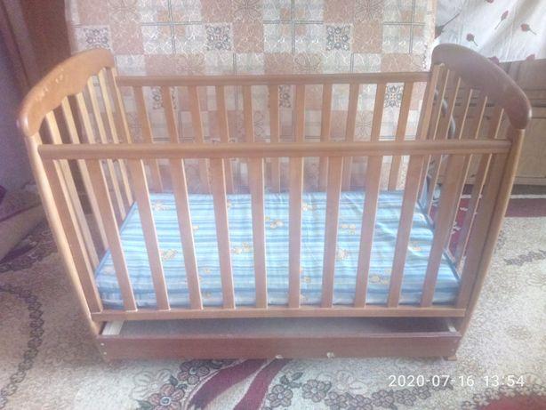 Продам кроватку из натурального дерева