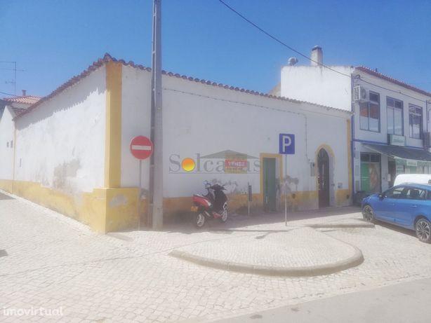 Ruína com projeto em zona central no Torrão - Alcácer do Sal