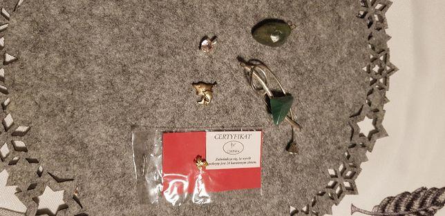 zestaw zawieszek oraz broszka i przypinka