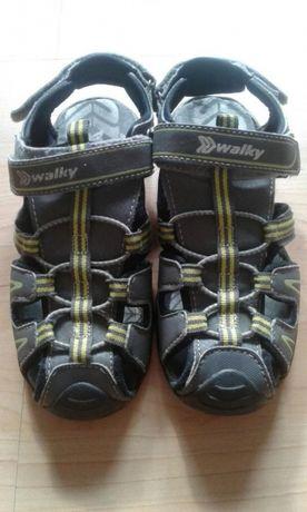 Sandały chłopięce w idealnym stanie rozmiar 35