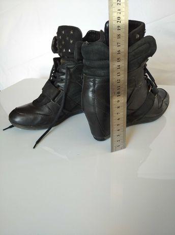Buty na koturnie firmy Wojas