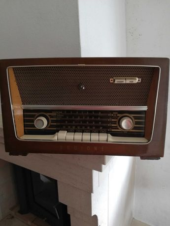 Rádio antigo da marca RADIONE