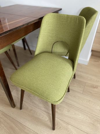 Krzesła typu muszelka