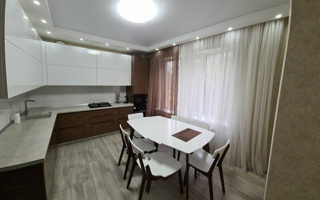 Большая трёхкомнатная квартира