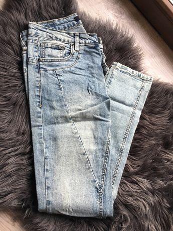 Spodnie jeansy z krokiem