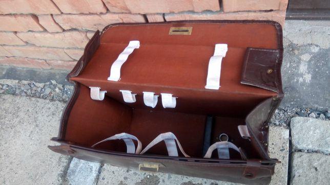 Zabytkowa walizka kuferek PRL derma