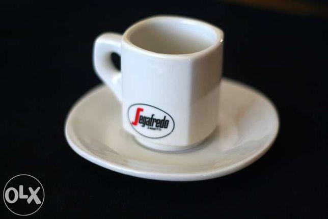 Chávenas com pires Segafredo novas