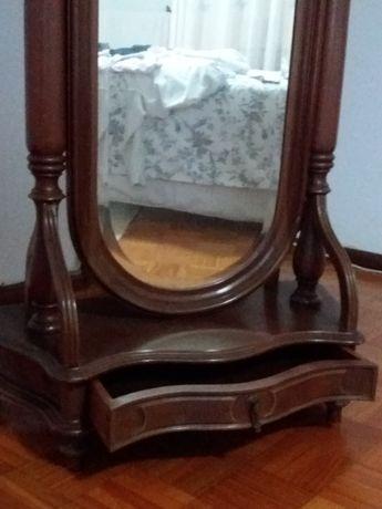 Bengaleiro de quarto com espelho