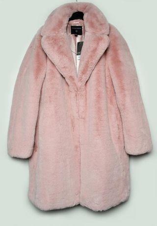 Трендовая нюдово-розовая зимняя теплая шуба до колен удлиненная оверса