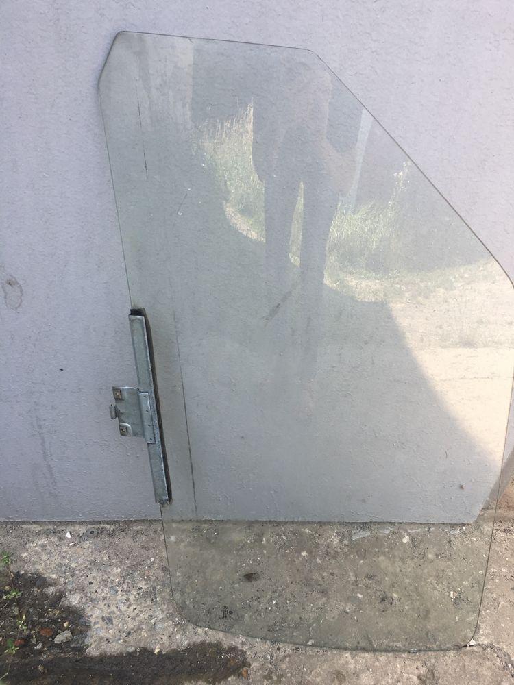 Бокове ліве скло до дверей Volkswagen Golf 2