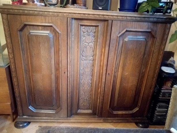 Piękne ręcznie rzeźbione meble komoda i stół z krzesłami