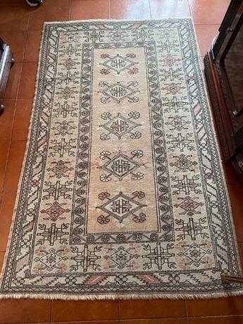 Carpete turca original, tecida à mão, em bom estado, com 126x202.
