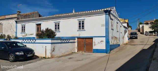 Budens, Terreno Com 2 Casas Para Reconstrução E Edificação Nova
