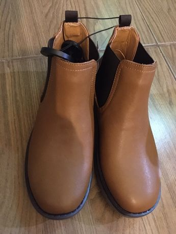 Продам Демисезонные ботинки 35 размер