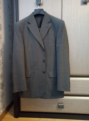 Продам чоловічий костюм.