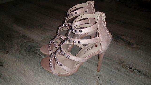 Szpilki sandały beżowe