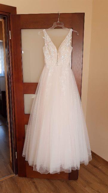 Suknia ślubna w literę A