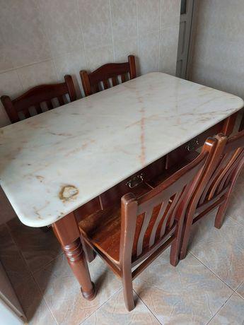 Mesa de mármore para venda com cadeiras