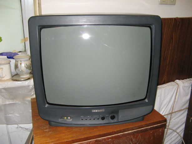 Продам телевизор Samsung кинескопный на запчасти