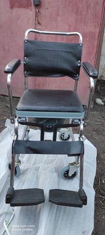 Инвалидное кресло-туалет- стул 3в1. Ещё есть матрас противопролежневый