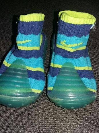 Nike miękkie buciki skarpetki podgumowane rozm.17