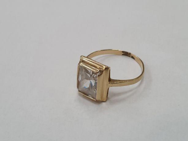 Piękny złoty pierścionek/ 585/ 3.3 gram/ R17/ polska cecha/ Gdynia