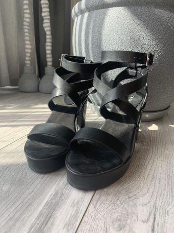 Босоножки чёрные, на каблуке
